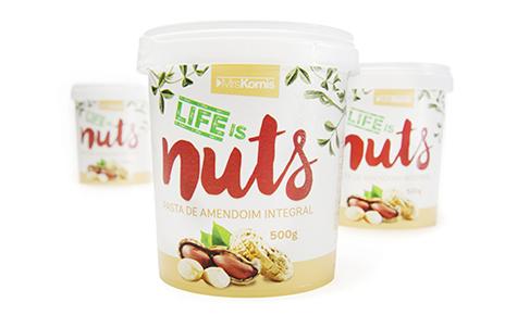 Life is Nuts Design: Indústria da Imagem Convertedor: Pavão Brand owner: Mrs Kornis