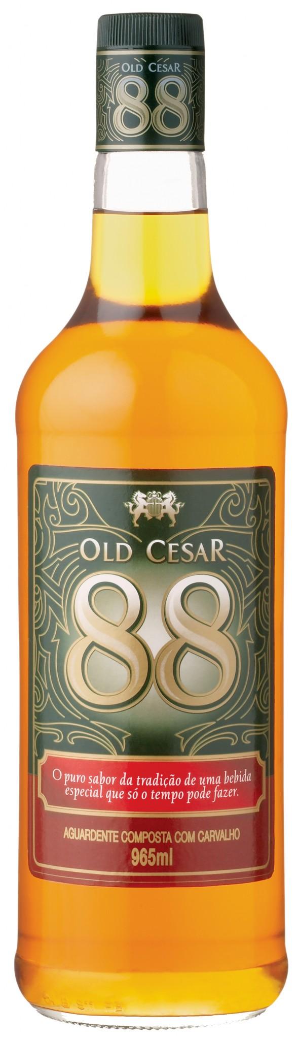 old-cesar-aguardente-de-cana-com-sabor-de-carvalho