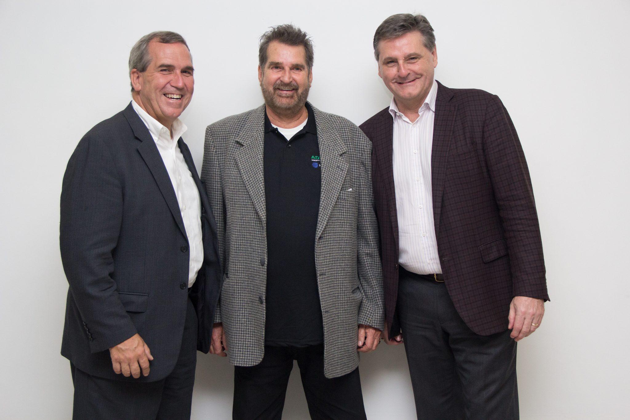 Jim Owens, presidente e CEO da H.B. Fuller, Alexandre Kiss, CEO e fundador da Adecol Adesivos Industriais e Steve Kenny, vice presidente de mercados emergentes da H.B. Fuller