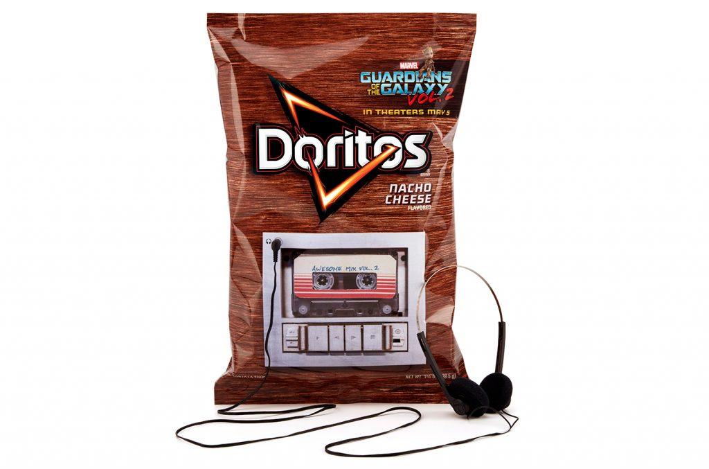Embalagem com entrada para fone e com a trilha sonora do filme Guardiões da Galáxia 2, nos Estados Unidos