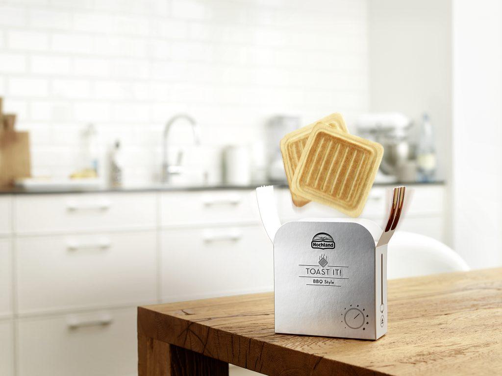 Na Alemanha, os sanduíches prontos da marca Hochland vêm em uma embalagem que se assemelha a uma torradeira e que, quando a pessoa abre, o produto salta, de forma a remeter à experiência caseira de preparo