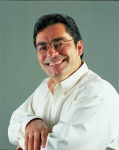 Manoel Müller é administrador de empresas pela FGV e sócio-diretor da Muller-Camacho Design. Fundador e primeiro presidente da ABEDESIGN, palestrante e professor de história